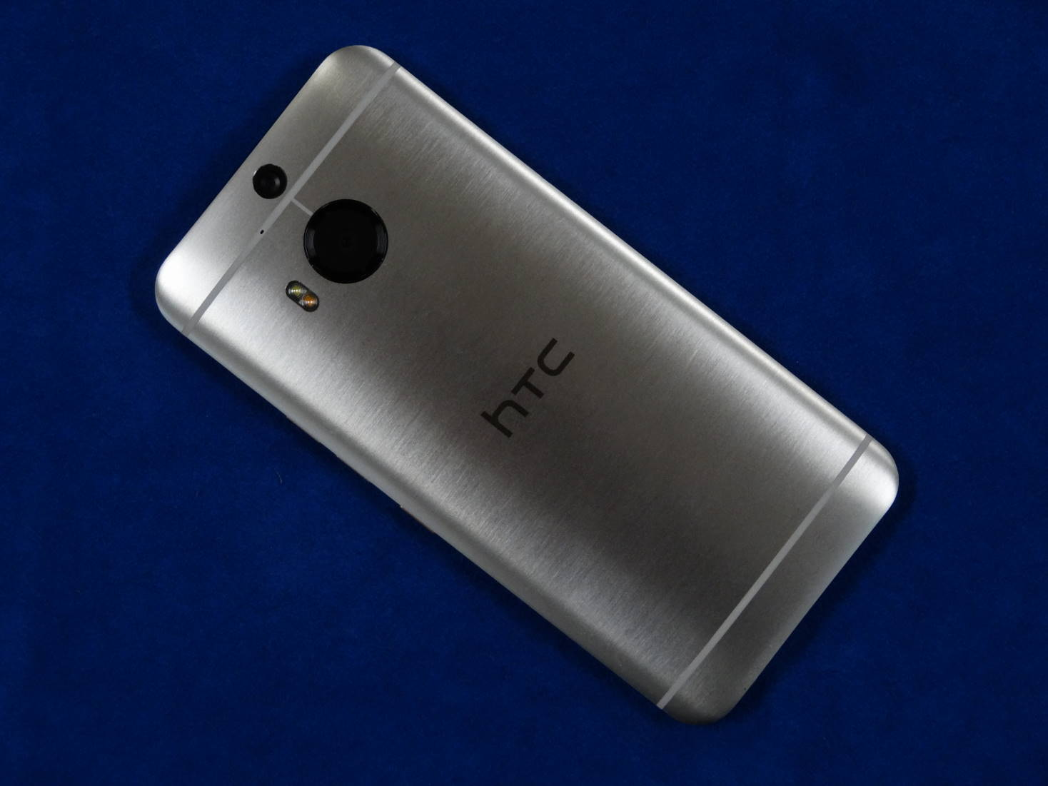 HTC One M9 Plus 裏面