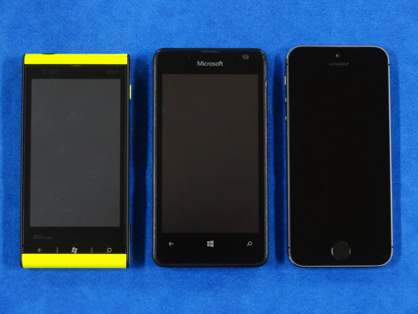 Windows Phone IS12T と Microsoft Lumia 430 と iPhone 5s
