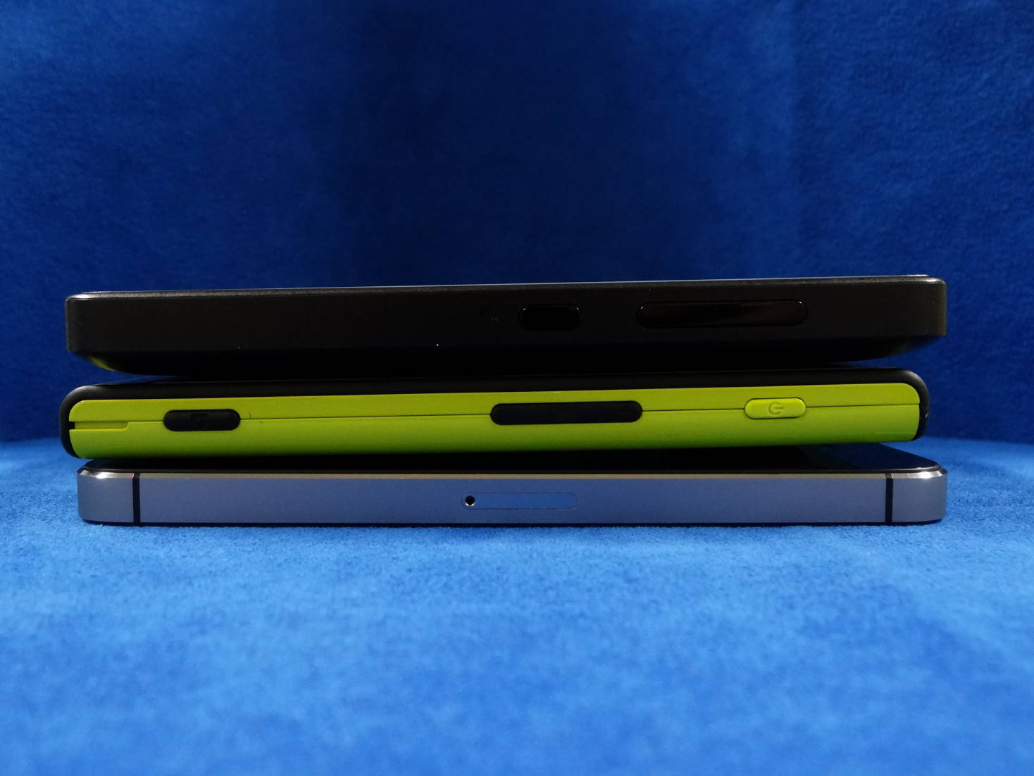 Windows Phone IS12T と Microsoft Lumia 430 と iPhone 5s 縦幅比較