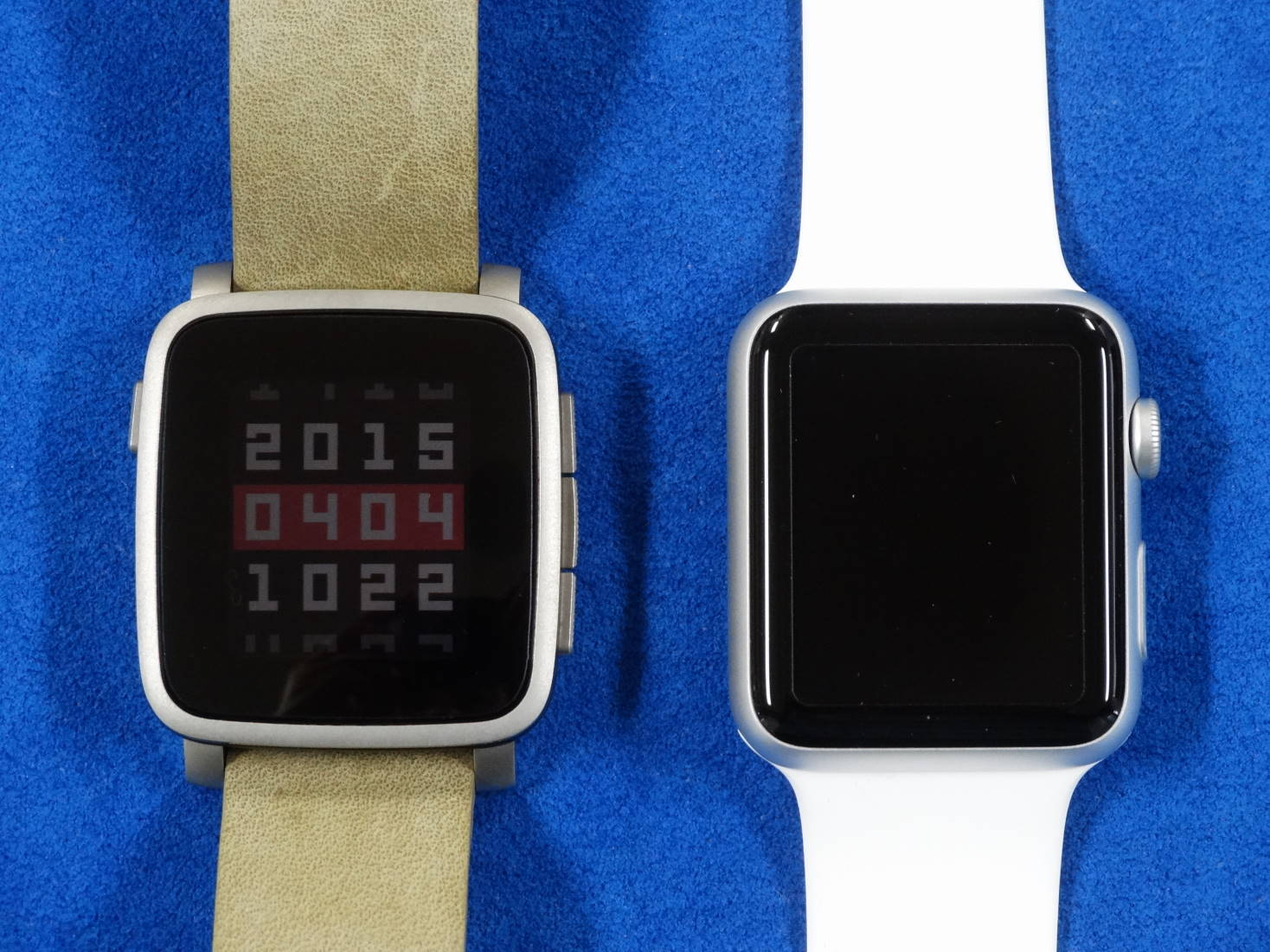 Pebble Time Steel  と Apple Watch