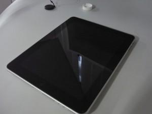 【実技】iPadに保護シートを貼る。
