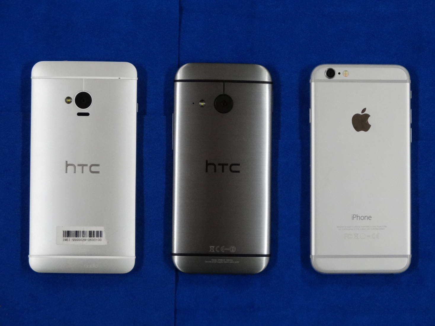 HTC J One HTL22とHTC One mini 2とiPhone 6 裏面