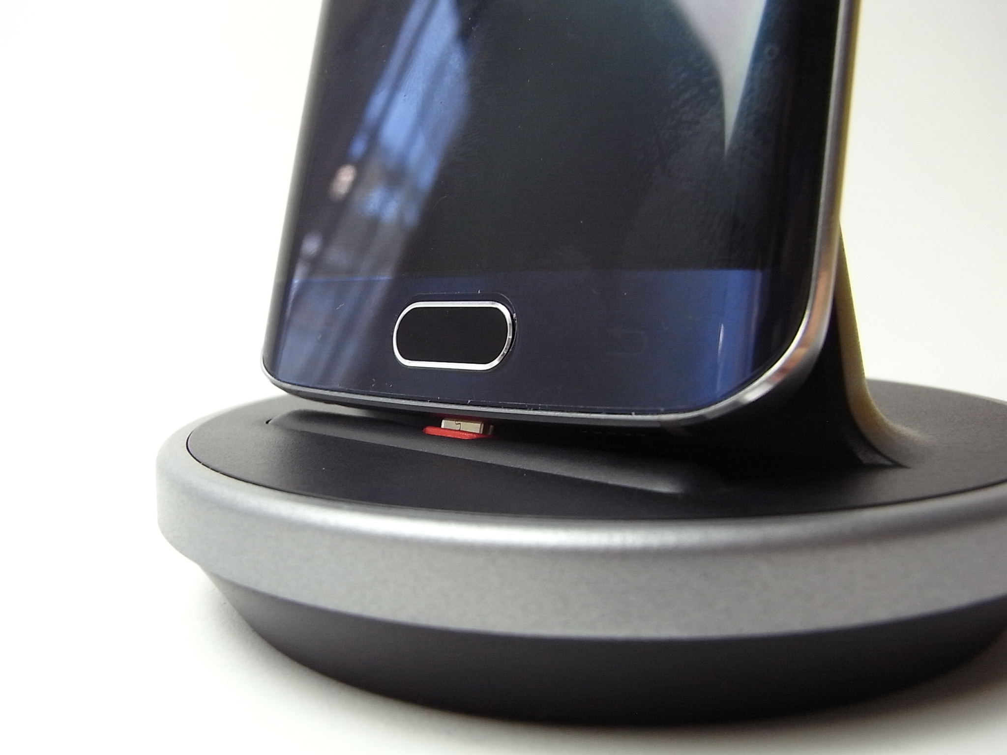 [追記]Nexus 6対応版も出たよ! Xperia Z4やGalaxy S6 Edgeなど色んなスマホ、ケースにも対応したクレードルを試す!