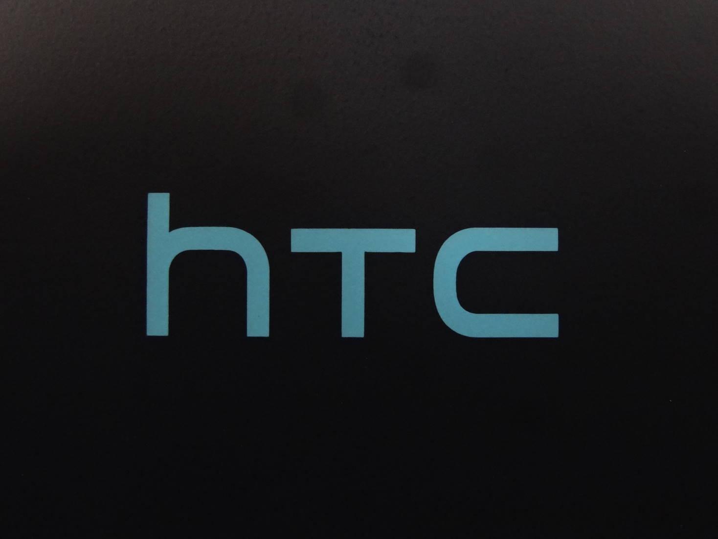HTC Desire EYE 裏面ロゴ