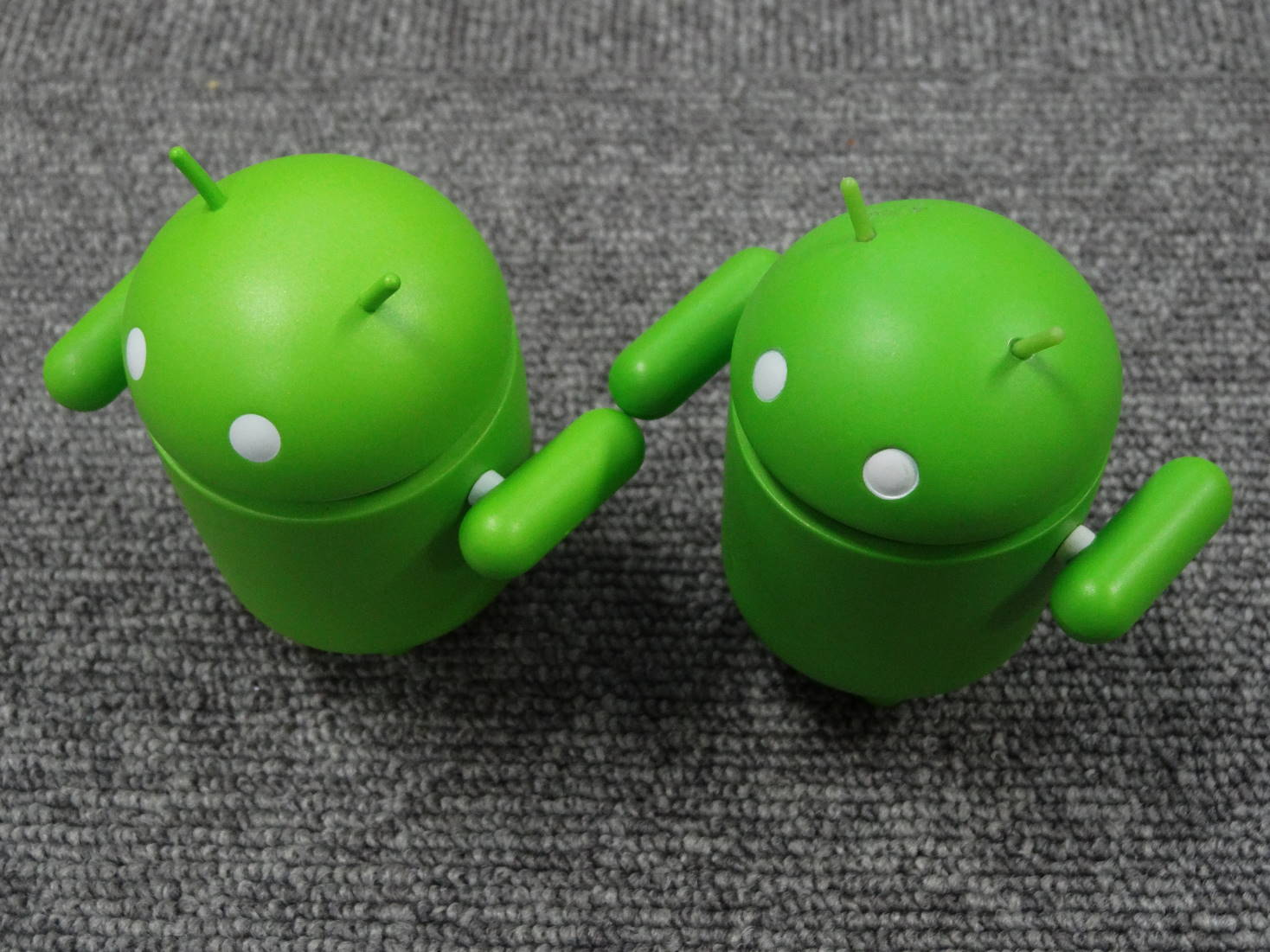 Android Robot フィギュア 新旧バトンタッチ