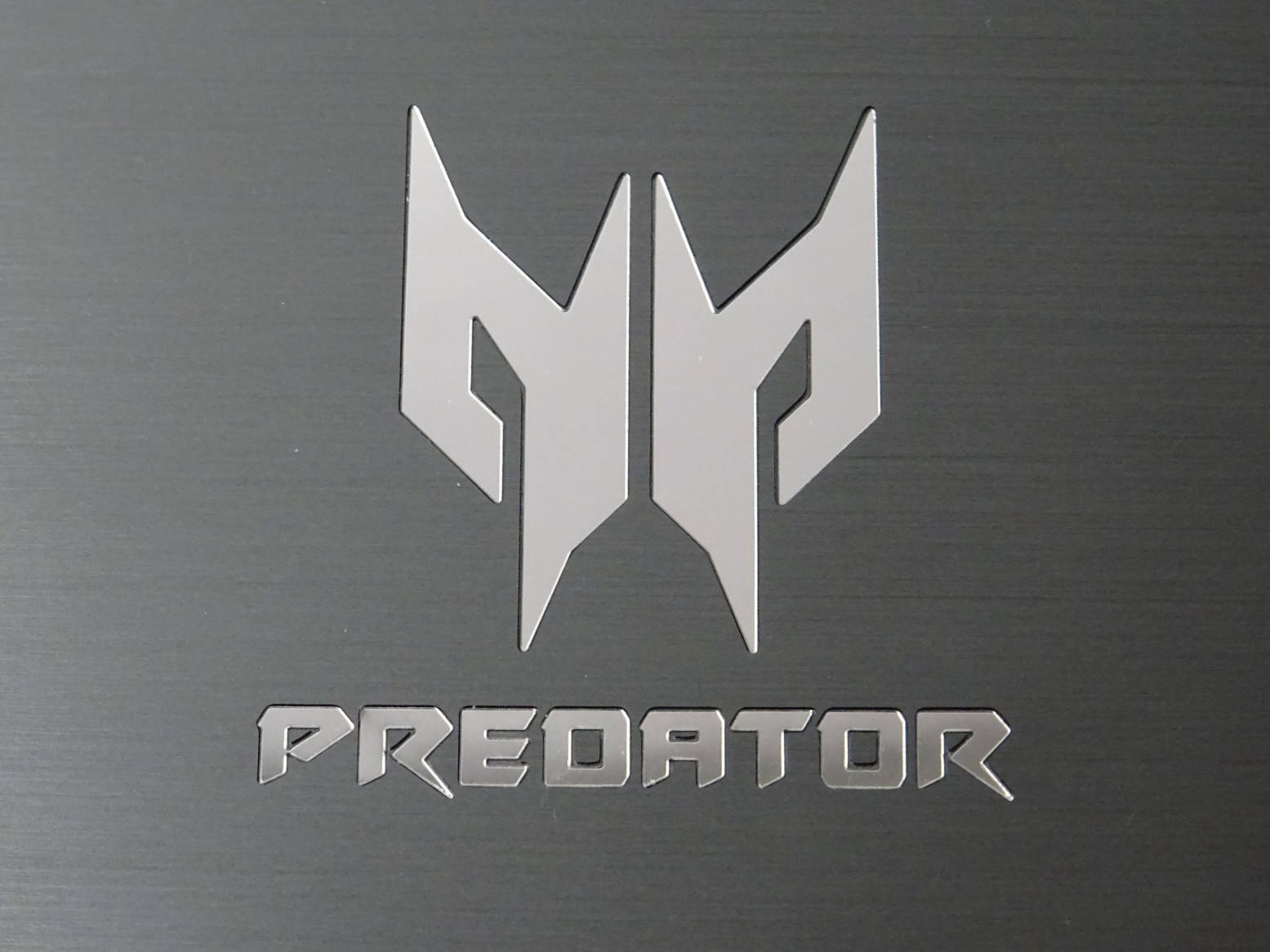 Predator 8 GT-810 ロゴ