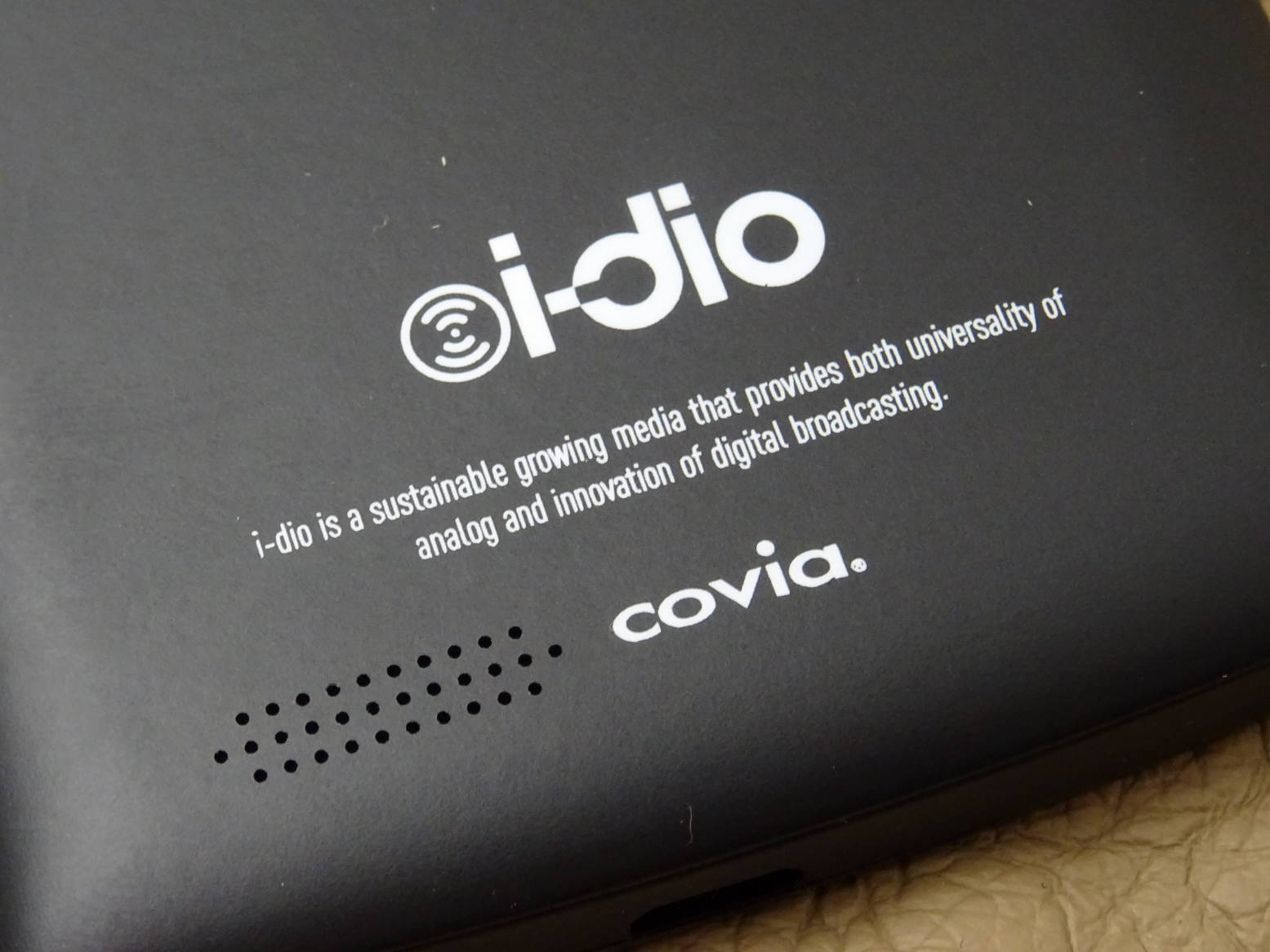 covia i-dio Phone CP-VL5A 背面ロゴ